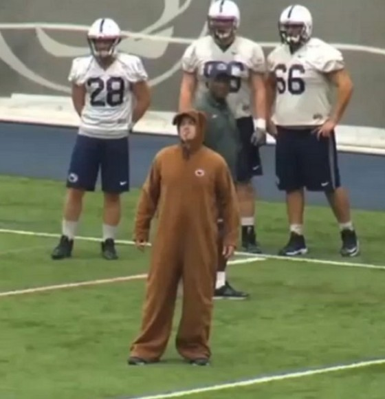 [Video] Bill O'Brien Dresses as the Nittany Lion