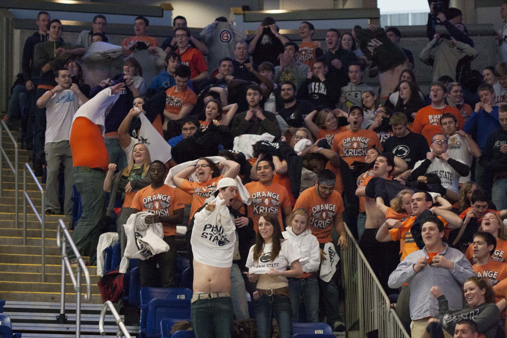 Illinois Basketball Student Section Tries (And Fails) To ...