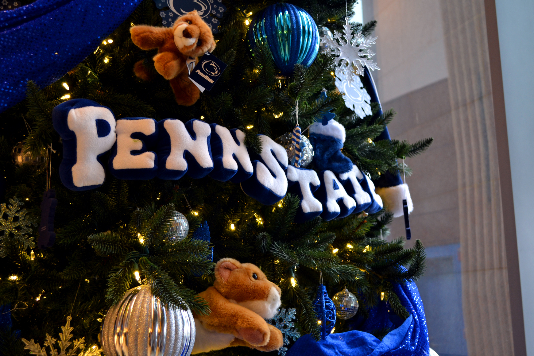 we want to see the best penn state holiday decorations